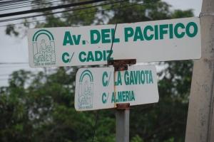 Cruce de Calles en El Cuco - El Salvador